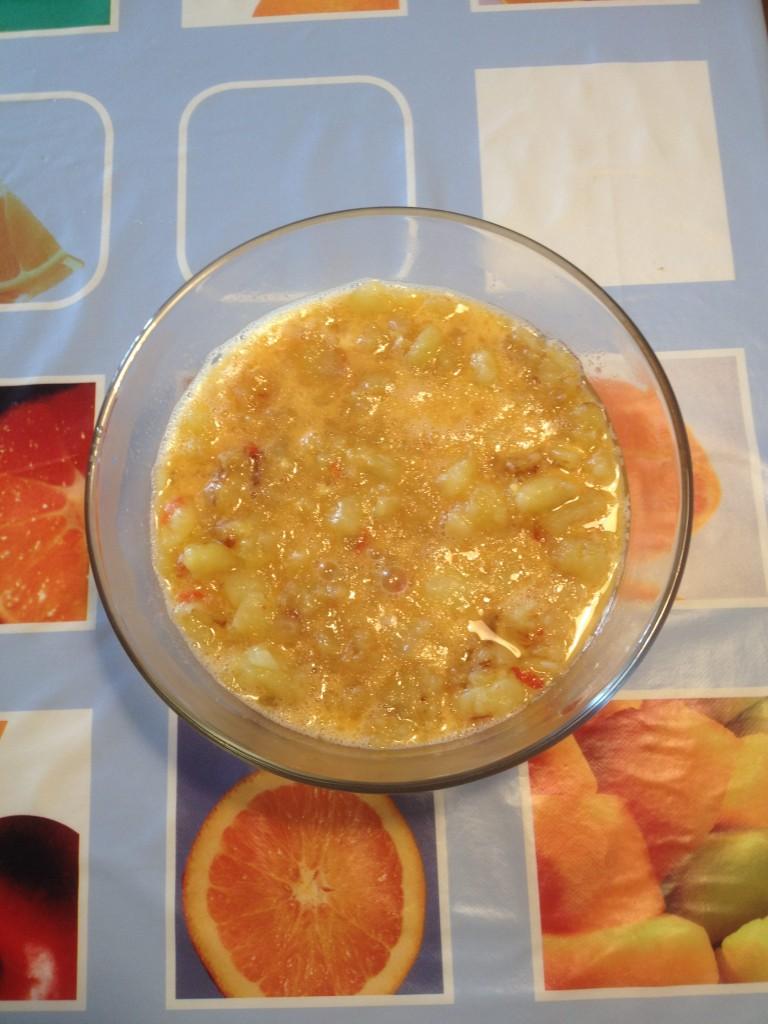 Kartoffeln, Zwiebel und rote Paprika den Eiern zugeben, vejer-by-manuel.com
